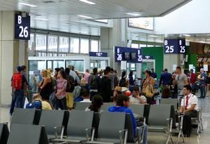 Sala de embarque do aeroporto internacional Antonio Carlos Jobim (Galeão) Foto: Marcelo Carnaval / Agência O Globo