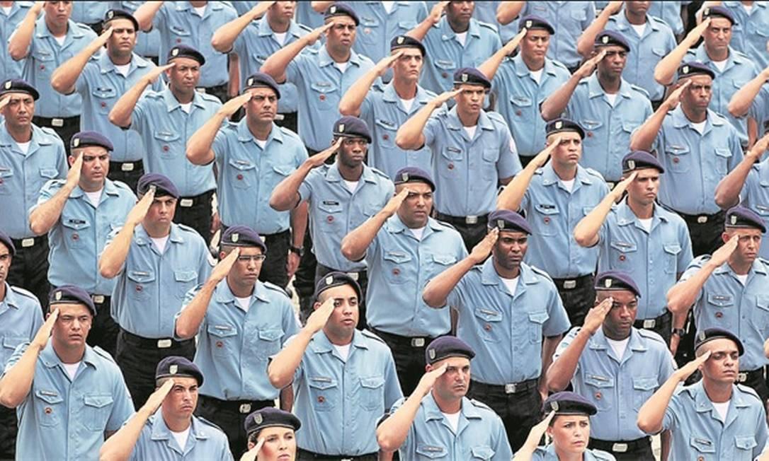 Policiais militares do Estado do Rio de Janeiro terão pedágio maior, de 20%, no período de transição Foto: Gabriel Paiva - Agência O Globo