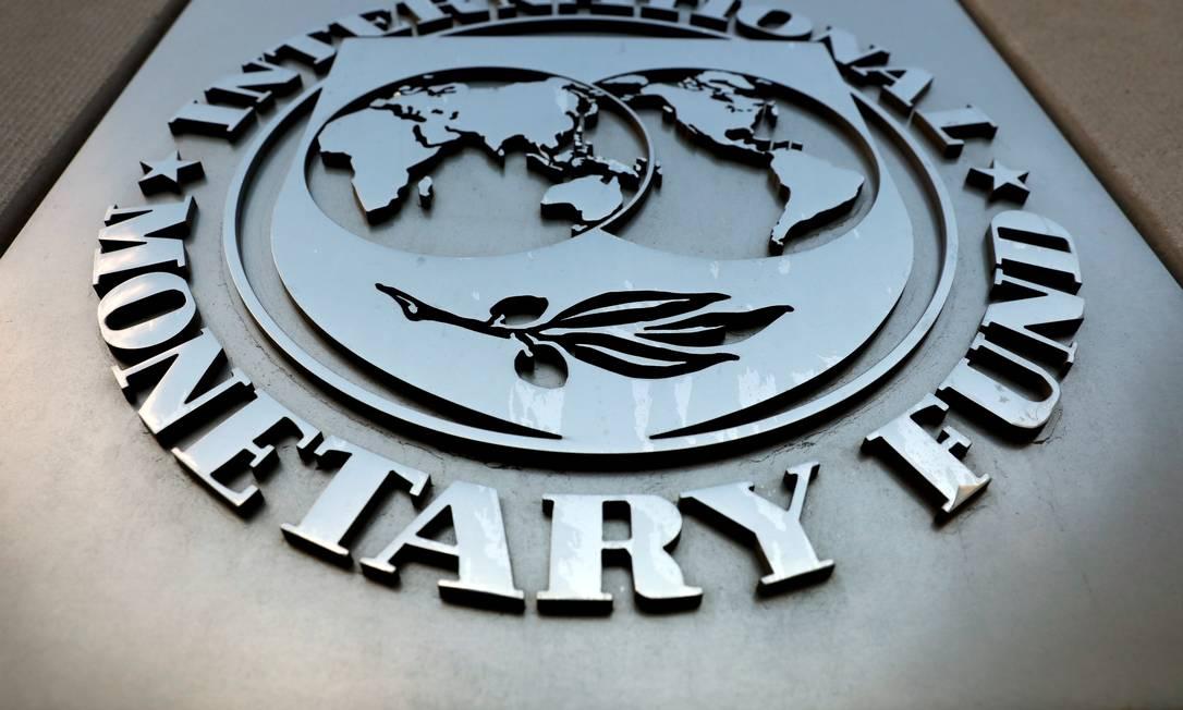 O logotipo do Fundo Monetário Internacional (FMI) é visto do lado de fora do prédio da sede em Washington, EUA Foto: Yuri Gripas / REUTERS