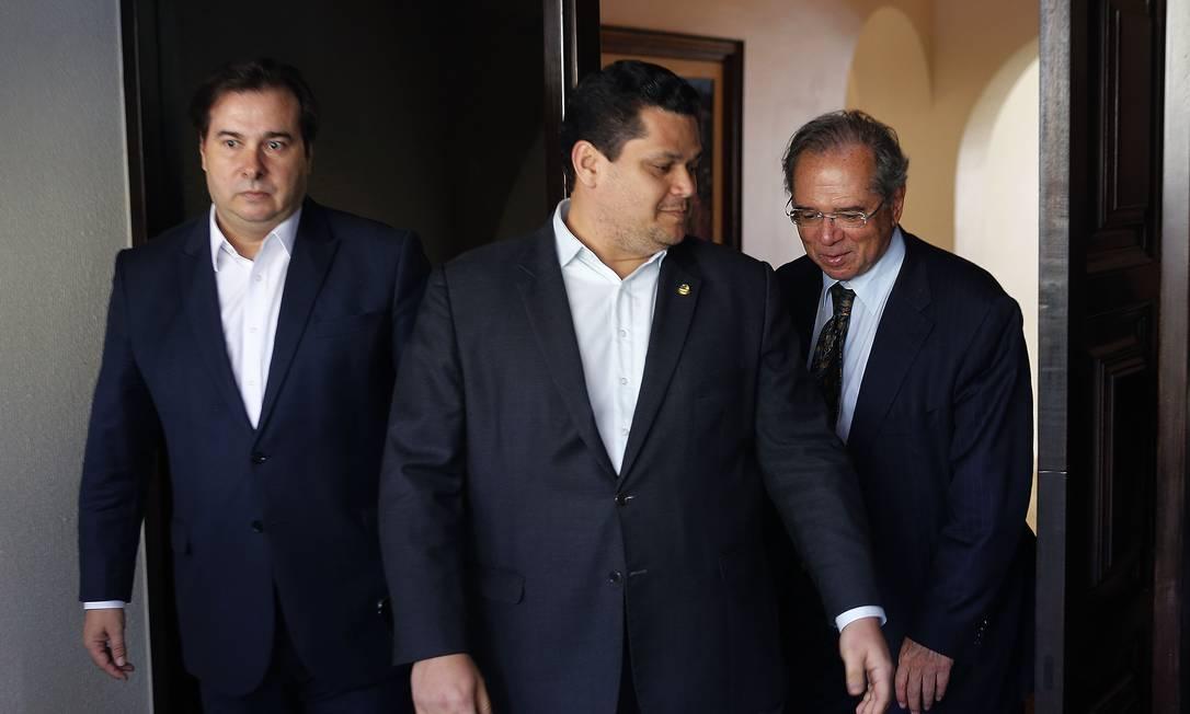 Paulo Guedes se reúne com os presidentes, do Senado, Davi Alcolumbre e o presidente da Câmara, Rodrigo Maia Foto: Jorge William / Agência O Globo