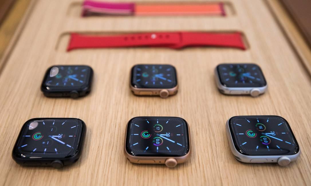 Apple lança novos relógios da Série 5 nesta sexta-feira no Brasil Foto: Chris Ratcliffe / Bloomberg