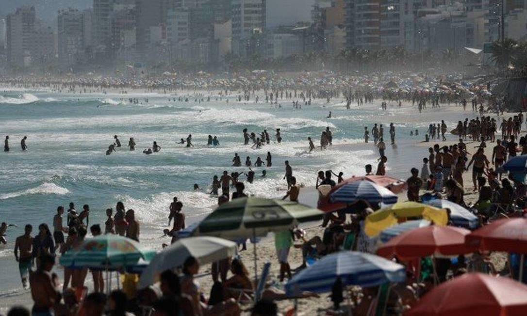 Praia do Arpoador, no Rio: 2020 terá mais feriados durante a semana Foto: Agência O Globo