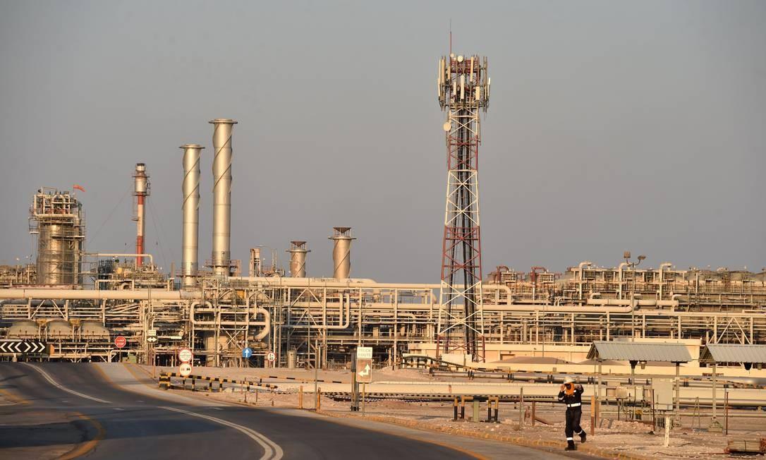 Visão geral da planta de processamento de petróleo da Saudi Aramco Foto: Fayez Nureld Ine / AFP
