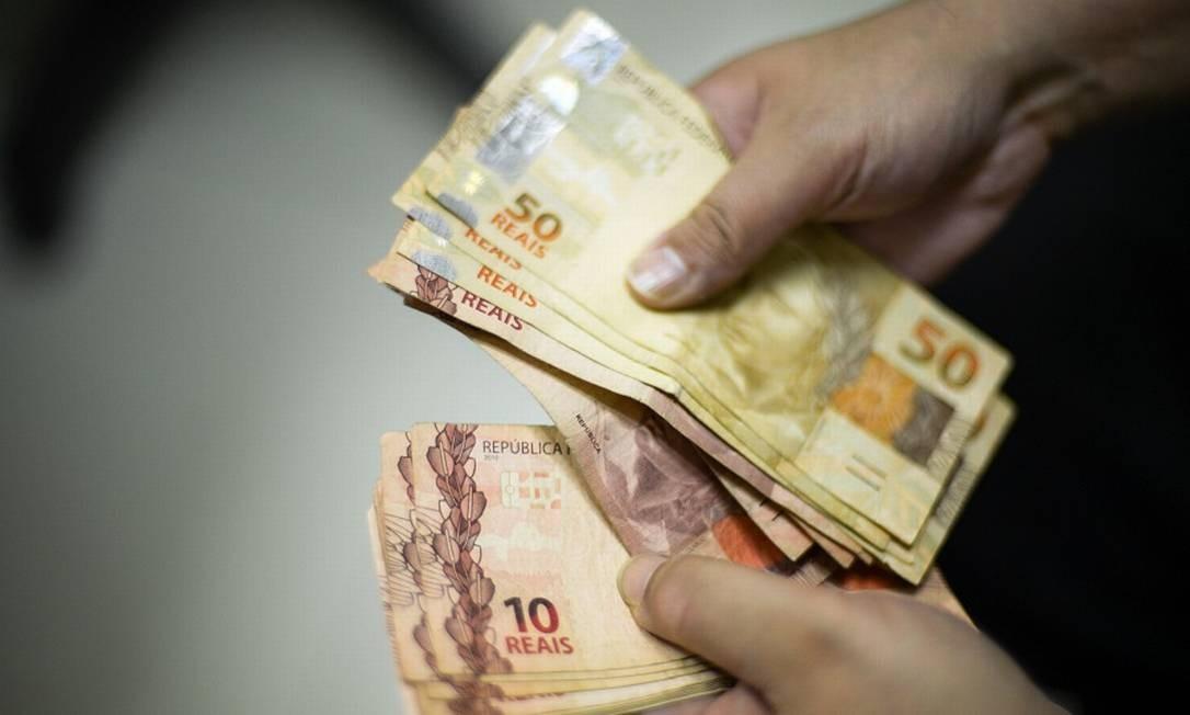 A Renda Mínima Emergencial prevista é de R$ 600 para trabalhadores informais de baixa renda Foto: Marcello Casal Júnior / Agência O Globo