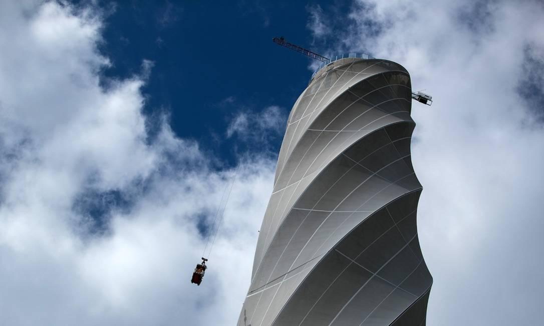 Operação de manutenção na torre de testes da Thyssenkrupp Elevator AG, em Rottweill, Alemanha. Foto: Bloomberg
