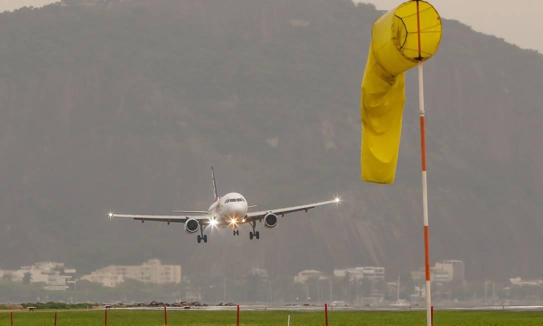 Cerimônia de inauguração da Reforma da pista de pouso e decolagem do aeroporto Santos Dumont, no Rio de Janeiro Foto: Marcelo Régua / Agência O Globo