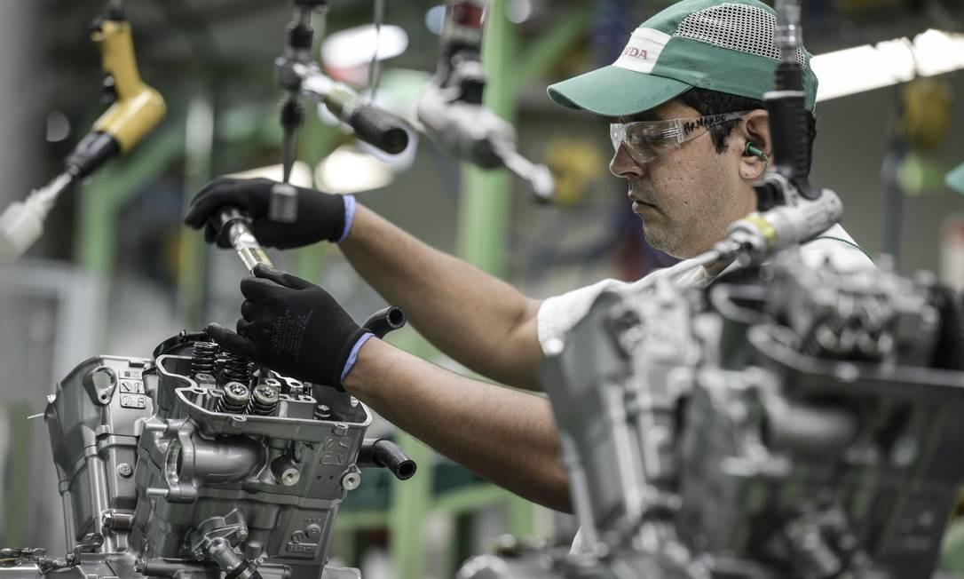 Fábrica de motos em Manaus: setor sofre com crise na Argentina, que também afeta vendas de veículos, autopeças e calçados Foto: Paulo Fridman / Bloomberg