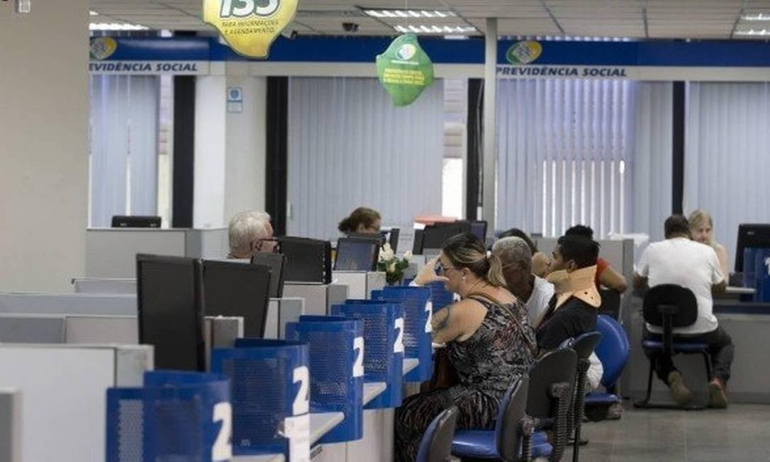 O INSS paga o benefício em duas parcelas, com antecipação de 50% em agosto/setembro Foto: Márcia Foletto / Agência O Globo