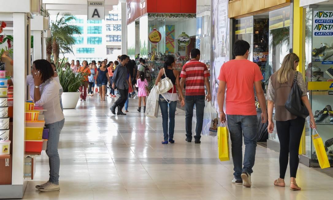 Números da economia no vermelho no final do ano, período no qual se esperava um maior aquecimento do mercado consumidor, decepcionaram Foto: Agência Brasil