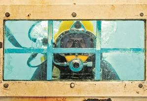 Desempregado há nove meses, Maquicilane de Jesus Santos decidiu usar a rescisão trabalhista para investir em seis cursos na Firjan/Senai, como de mergulho raso profissional, e corte e solda subaquática Foto: Ana Branco/Agência O Globo