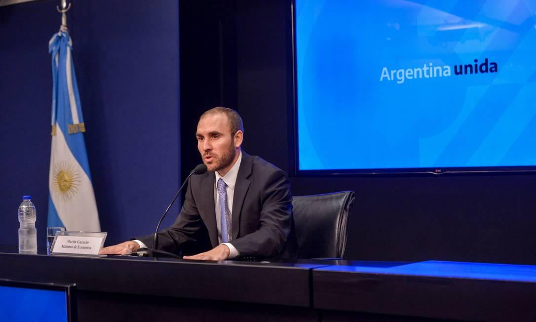 O ministro da Economia da Argentina, Martin Guzmán, fala das novas medidas econômicas durante entrevista coletiva em Buenos Aires Foto: AFP