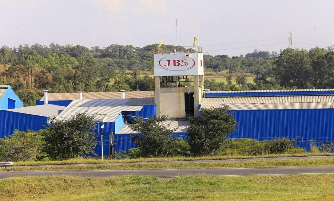 Fábrica da JBS em Jaguariuna, São Paulo. Empresa vai estrerar na produção de carne vegetal na Europa Foto: Edilson Dantas / Agência O Globo
