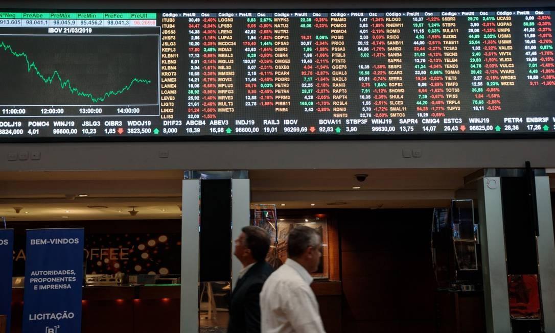 Painel com cotações na Bolsa de São Paulo Foto: Patricia Monteiro / Bloomberg