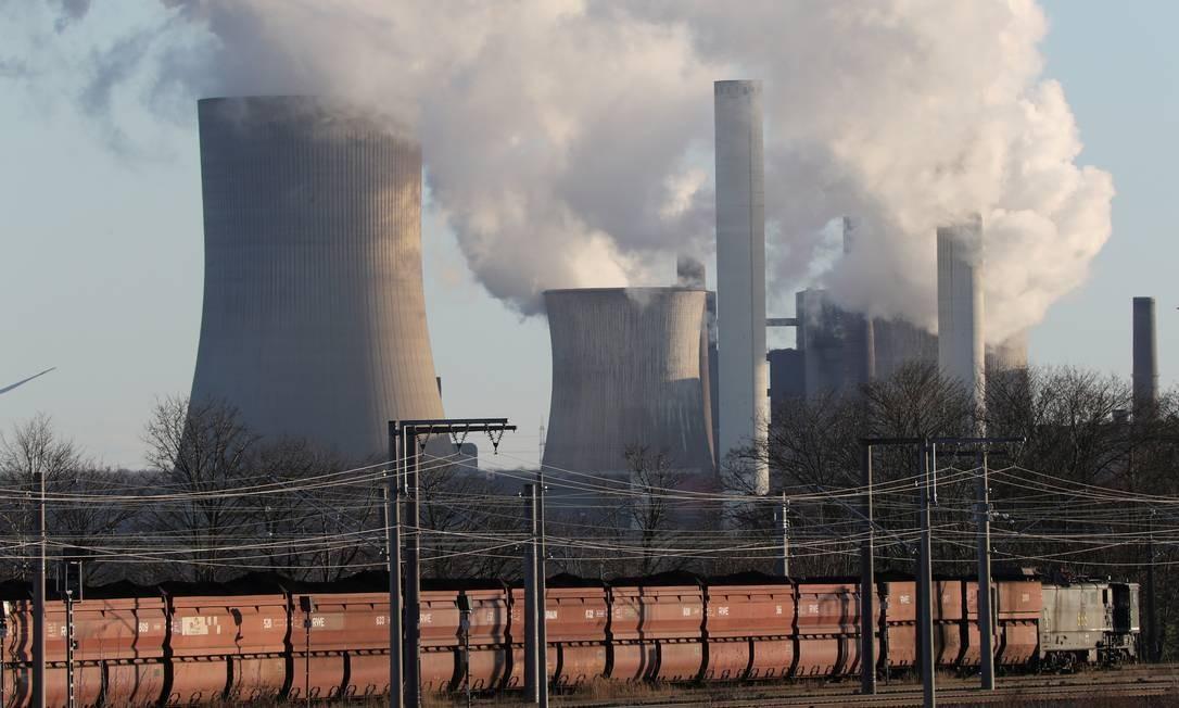 Usina de carvão de Niederaussem, da concessionária alemã RWE, a oeste de Colônia, Alemanha Foto: Wolfgang Rattay / Reuters