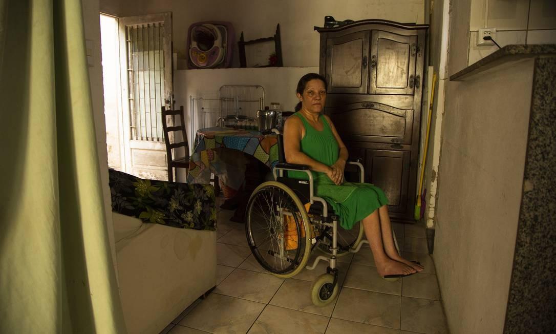 Glaucia Rocha, cadeirante, com dificuldades para ser periciada pelo INSS Foto: Gabriel Monteiro / Agência O Globo