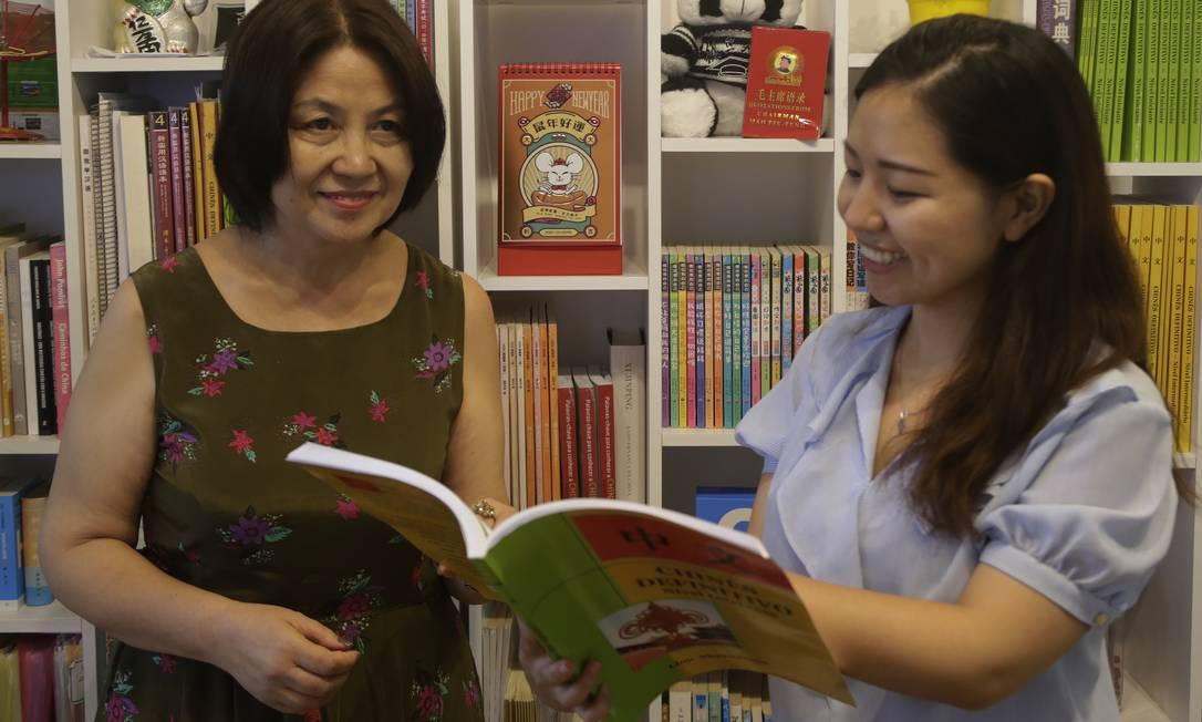 Liu Sheanjiuan e Yili Wang gerenciam curso de idiomas OiChina, no Rio de Janeiro Foto: ANTONIO SCORZA / Agência O Globo