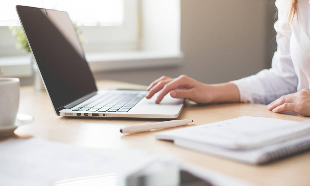 Atualizar o currículo, pesquisar oportunidades e empresas que se encaixem com o perfil do candidato, estão entre as dicas dos especialistas Foto: Divulgação/Pixabay