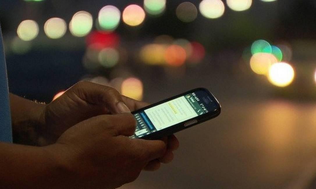 Acesso de dados pelo celular Foto: Arquivo