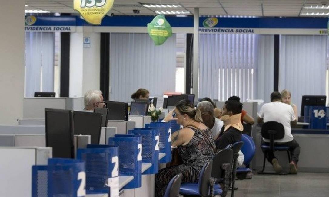 O trabalhador deve apresentar documentos ao INSS Foto: Márcia Foletto / Agência O Globo