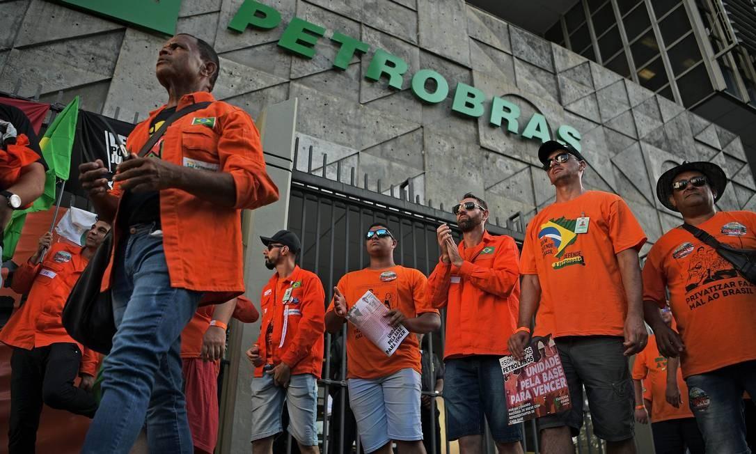 Petroleiros: acordo encerrou paralisação. Foto: AFP