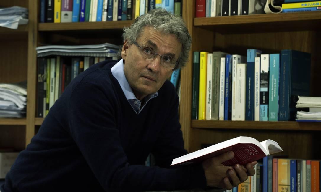 Armando Castelar, coordenador de economia aplicada da Fundação Getulio Vargas Foto: Antonio Scorza / Agência O Globo