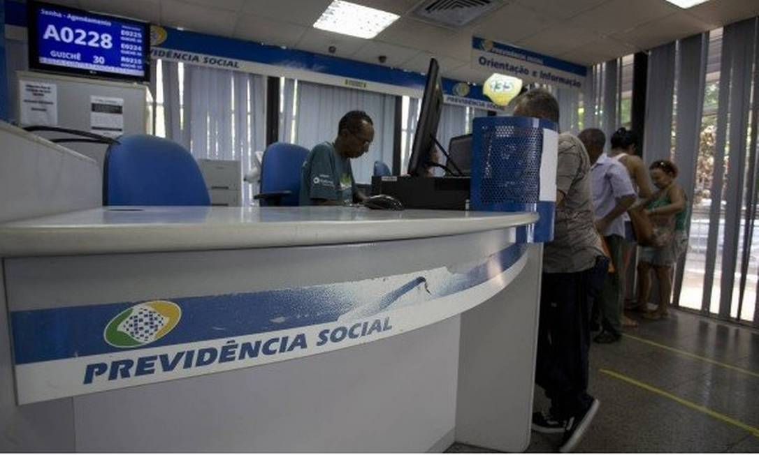Governo lança edital para contratação temporária para ajudar a diminuir fila do INSS Foto: Márcia Foletto / Agência O Globo