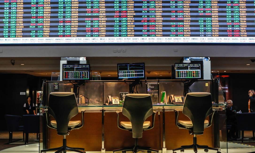 Com juros baixos, investidores migram para mercado de ações Foto: Edilson Dantas / Agência O Globo