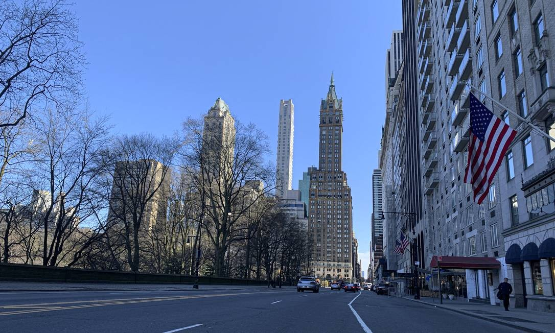 Lojas fechadas e ruas vazias em Nova York Foto: TheNews2 / Agência O Globo