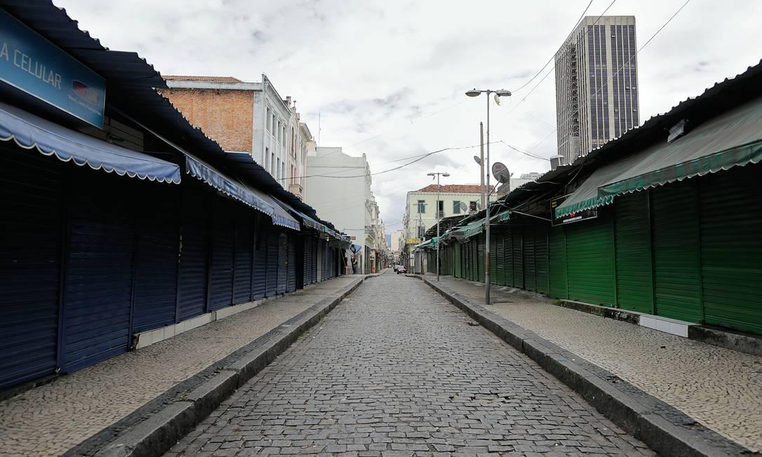 Lojas fechadas por restrições na pandemia. Demora na vacinação dificulta retomada da economia Foto: Marcia Foletto / Agência O Globo
