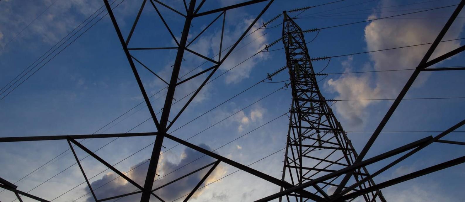 Torres de transmissao de energia em Brasilia. Foto: Daniel Marenco / Agência O Globo