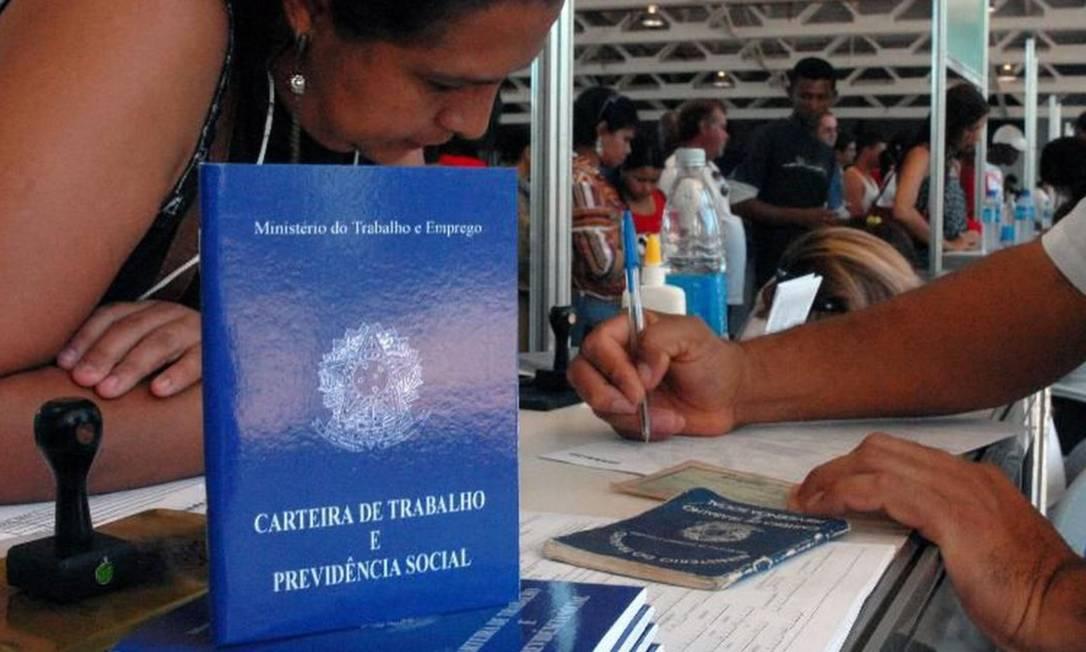 Mais de um milhão de trabalhadores já tiveram redução de salário Foto: Marcello Casal - Agência Brasil / Divulgação CNC