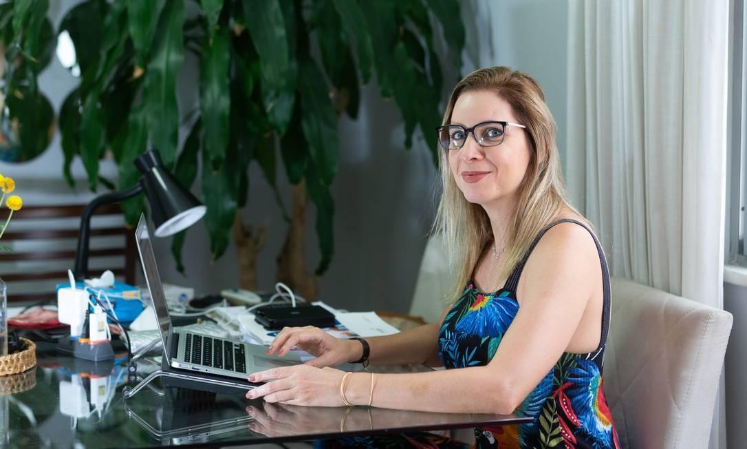 Erica Bezerra se queixa de não ter o direito de receber o reembolso das passagens compradas para viagem cancelada Foto: Roberta Moreyra / Agência O Globo