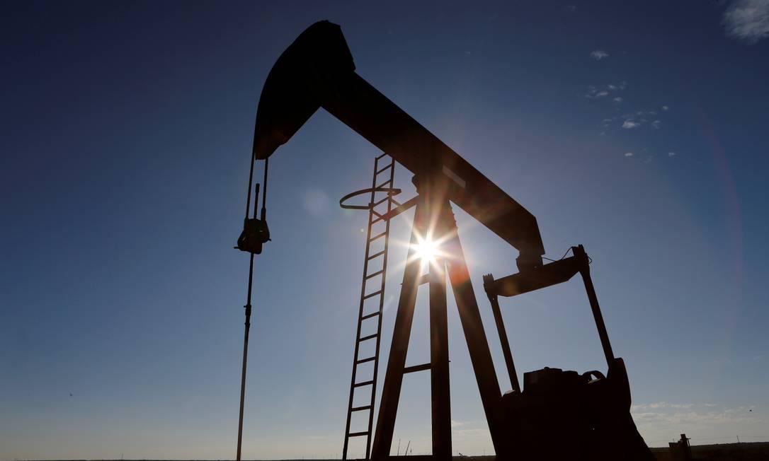Preço do petróleo de referência nos EUA despenca
