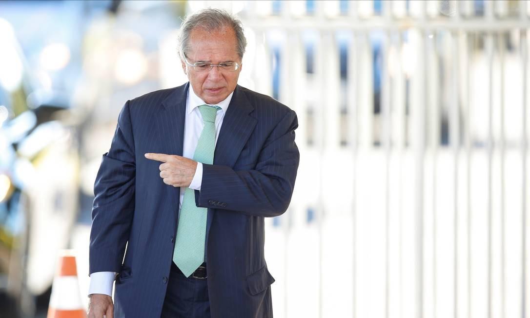 Ministro da Economia Paulo Guedes saindo do Palácio da Alvorada Foto: Ueslei Marcelino / Reuters