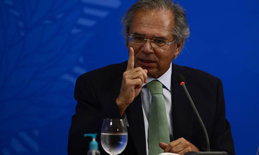 O ministro da Economia, Paulo Guedes, fala à imprensa no Palácio do Planalto, sobre os 500 dias de governo Foto: Marcello Casal / Agência O Globo