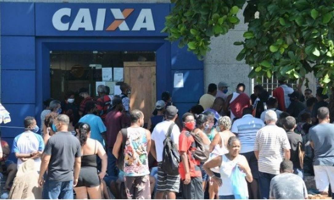 O atendimento nas agências está mais organizado, segundo o banco Foto: Jorge Hely / Agência O Globo