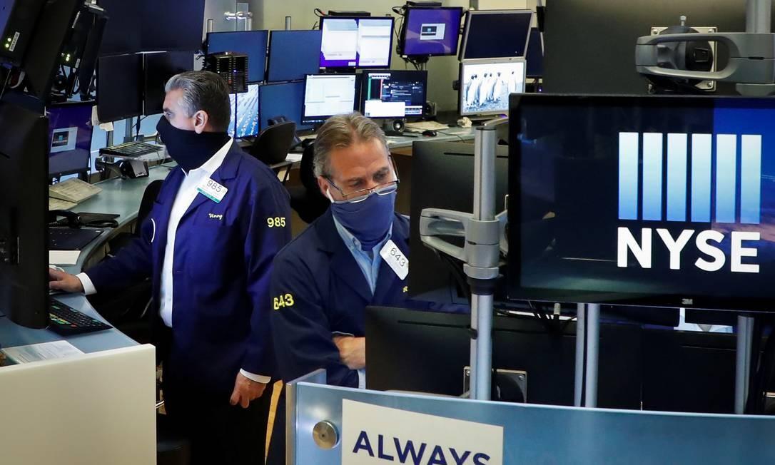A Bolsa de Nova York anunciou no último pregão de 2020 que iria remover ações de três operadoras de telefonia chinesas Foto: Brendan McDermid / Reuters