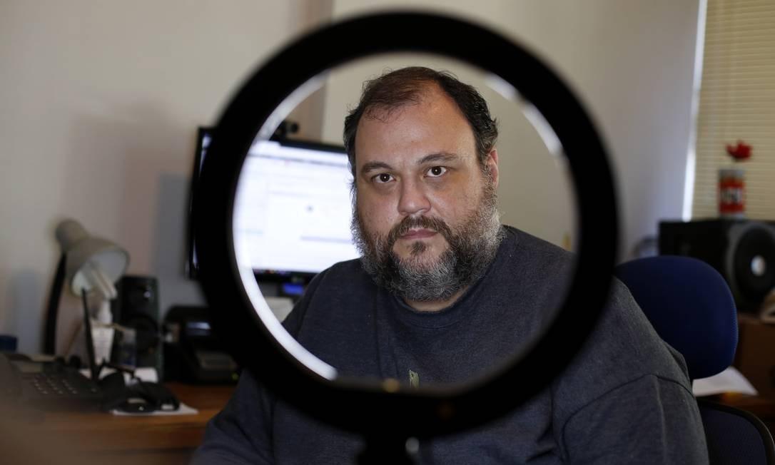 Eduardo Mello fez um download de um arquivo no computador sem saber que se tratava de um malware. Foto de Fabio Rossi / Agência O Globo Foto: Agência O Globo