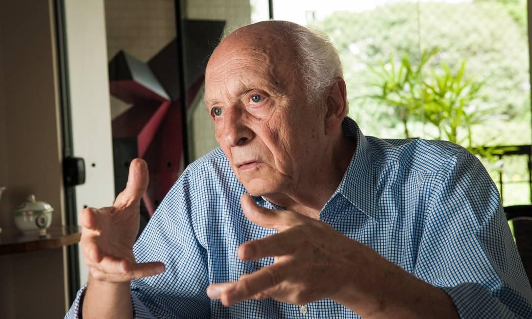 O ex-ministro do Meio Ambiente Rubens Ricupero diz que chance de acordo comercial entre Brasil e EUA é quase nula Foto: Agência O Globo