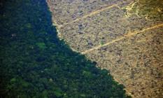 Vista aérea de uma parte desmatada da Floresta Amazônica Foto: Carl de Souza / AFP