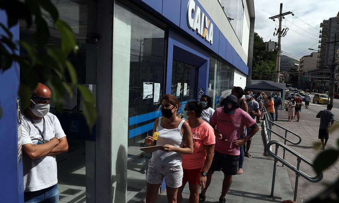 Caixa divulgou calendário de saques para beneficiários do auxílio emergencial Foto: Fábio Motta / Agência O Globo
