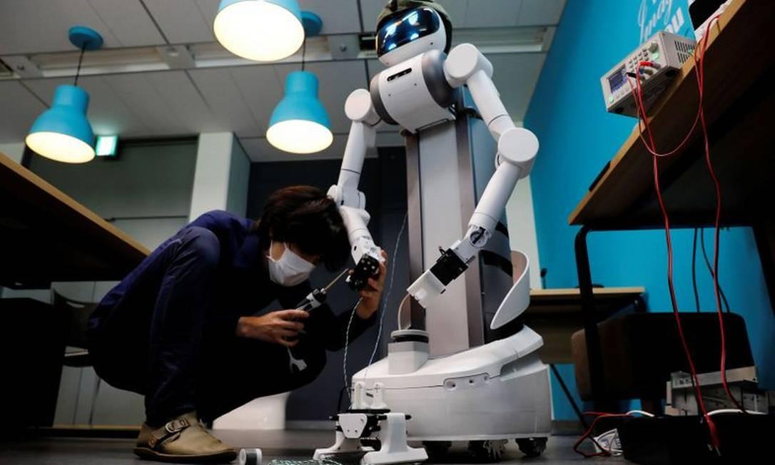 Robô Ugo, da Mira Robotics, está sendo usado no combate ao coronavírus no Japão Foto: Kim Kyung-Hoon / Reuters