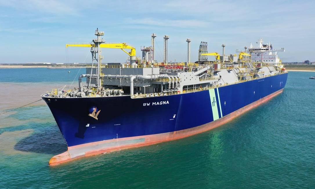 O navio BW Magna, que atracou no Porto do Açu Foto: Divulgação