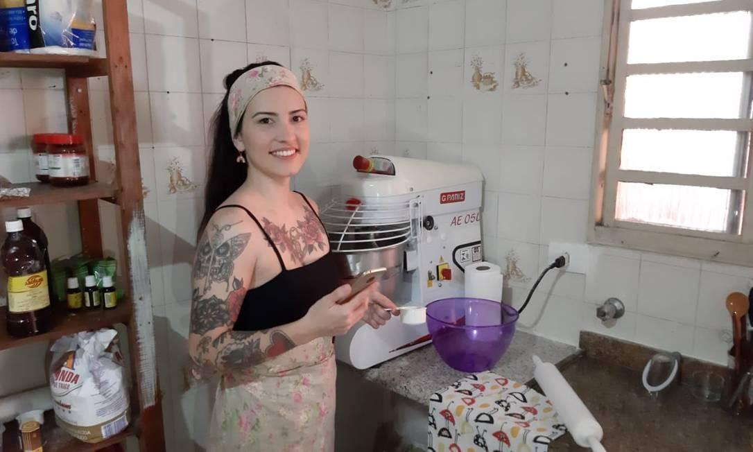 Marcela Almeida, dona da Donuts Amora, viu as encomendas dispararem na pandemia por causa do whatsApp e instagram Foto: Divulgaçao