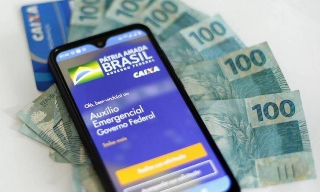Auxílio emergencial: Programa terá um pagamento de R$ 600, em julho, e dois de R$ 300 no mês seguinte Foto: Arquivo