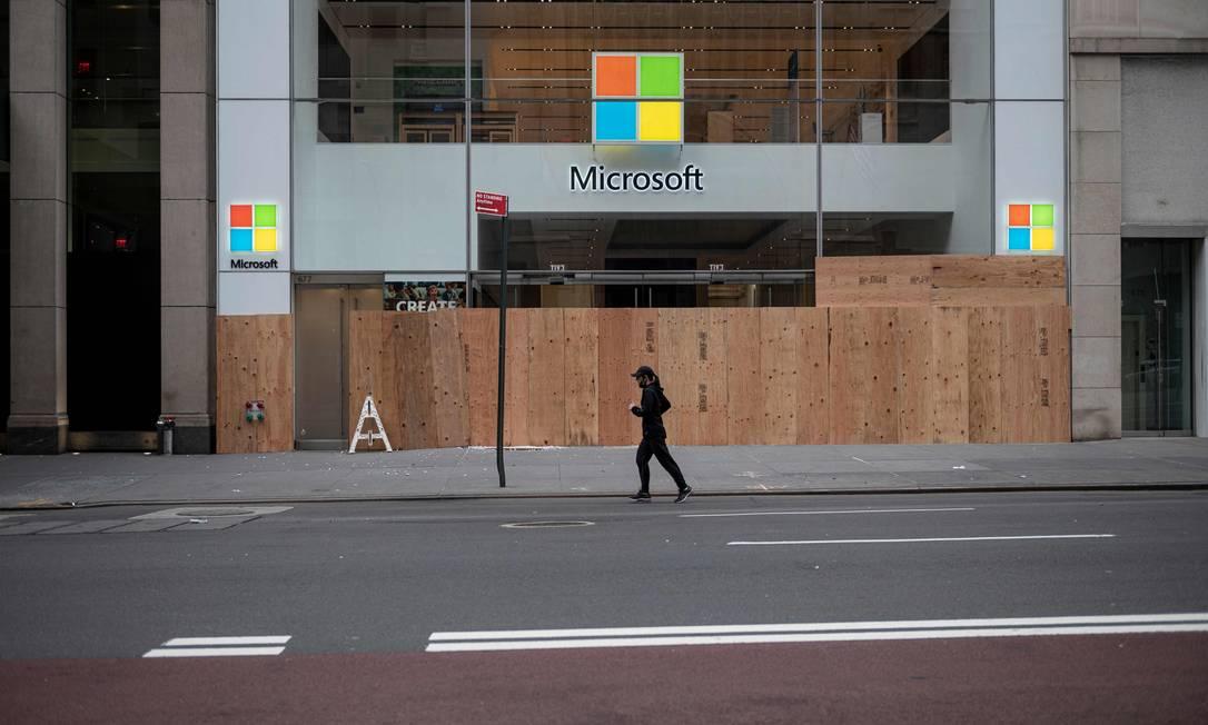 """Microsoft manterá ''centros de experiência"""" em quatro cidades e continuará atendendo os clientes on-line Foto: Johannes Eisele / AFP"""