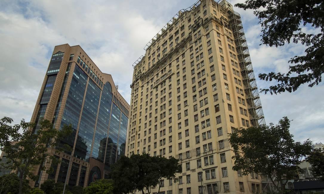 No estilo Art Déco, o Edifício A Noite, na Praça Mauá, foi sede da Rádio Nacional Foto: Guito Moreto / Agência O Globo