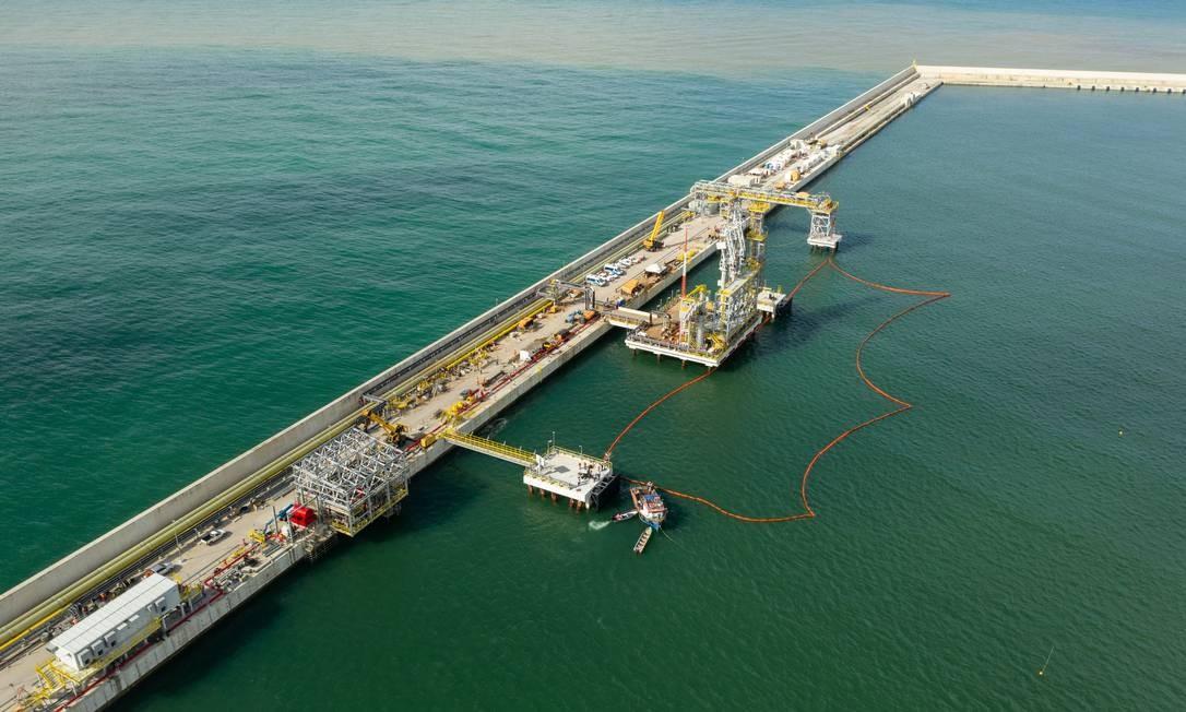 O Porto do Açu foi escolhido pelo grupo americano Oil Group para receber a primeira das seis pequenas refinarias Foto: Brenno Carvalho / Agência O Globo