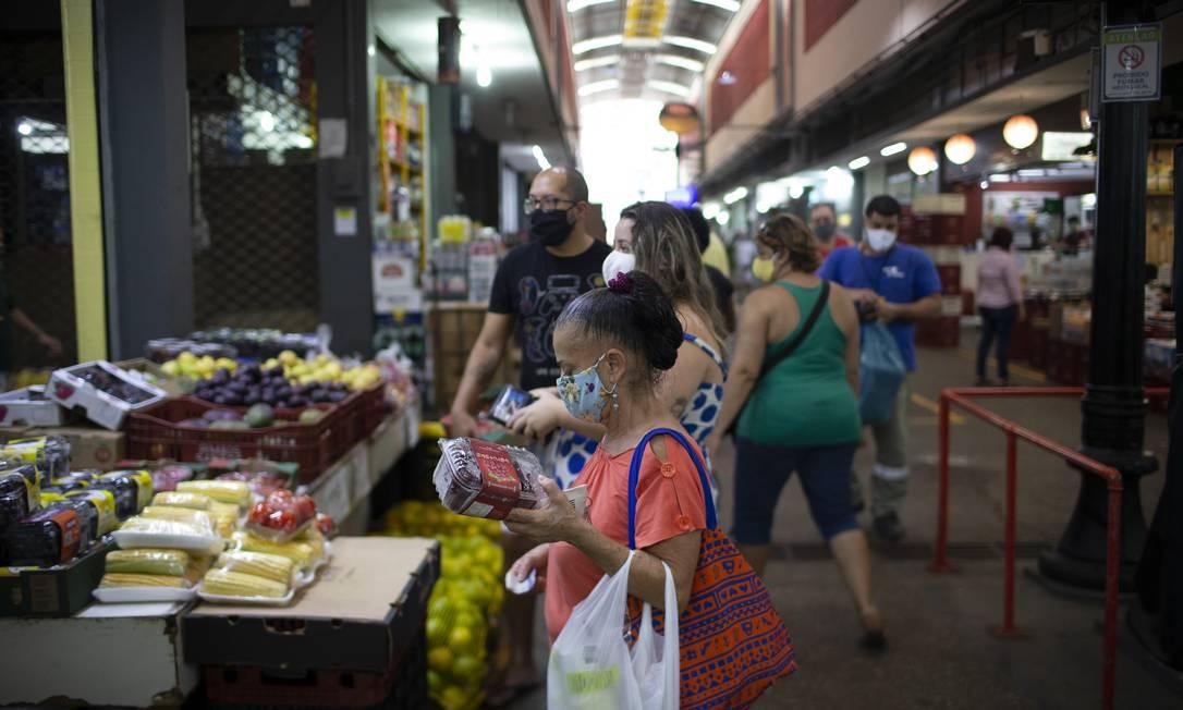 Mesmo com a inflação baixa, o preço do alimentos tem pesado no bolso do consumidor durante a pandemia do novo coronavírus Foto: Márcia Foletto / Agência O Globo