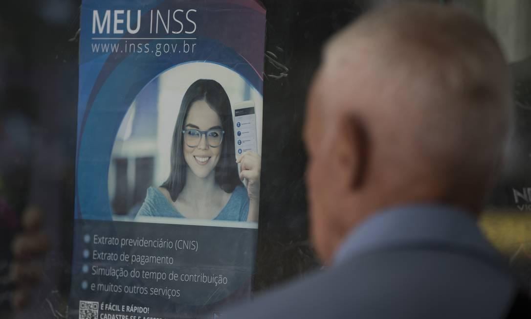 É possível enviar documentos e informações pendentes pelo Meu INSS Foto: Márcia Foletto / Agência O Globo